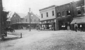 Purcellville's Main Street in early 1900s. The right center building is now the White Palace Restaurant. It was originally Hampton Hall.